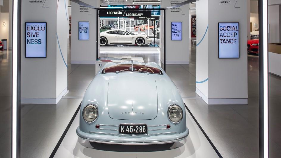 Primer Porsche matriculado. En imagen el primer Porsche de la historia, el 356