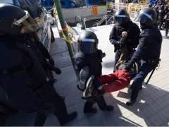 Un detenido y diversos identificados en el desalojo previo a la inauguración de la estación de Sabadell Centre