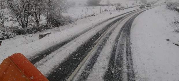 Carretera de Segovia afectada por nieve.