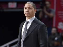 Tyronn Lue deja de entrenar a los Cavaliers temporalmente por problemas de salud