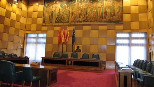 Salón de Plenos del Ayuntamiento de Zaragoza vacío