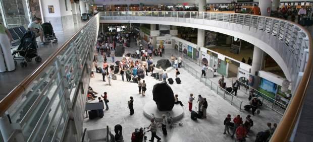 Detenidas dos jóvenes en el Aeropuerto de Lanzarote al intentar viajar a Reino Unido con ...