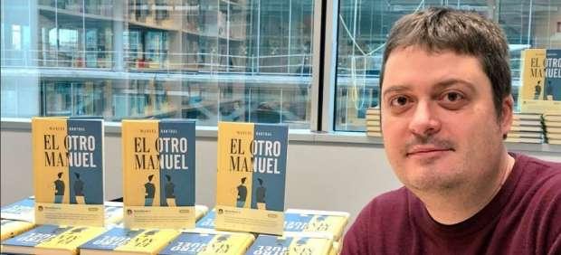 Manuel Bartual salta de Twitter al papel con su primera novela, 'El otro Manuel'