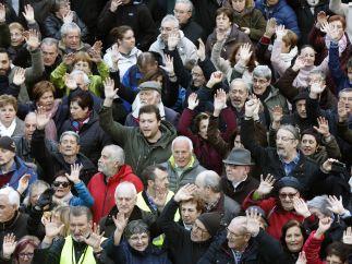 El Gobierno planea eximir de IRPF al pensionista que gane menos de 17.000 €