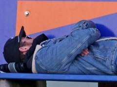 ¿Quién es el famoso que se está echando una siesta?