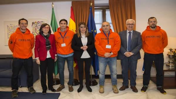 Susana Díaz con los bomberos sevillanos