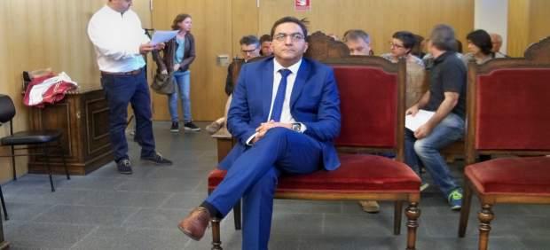 El alcalde de Xinzo (Ourense) presenta su dimisión tras su condena y la oposición le afea que ...
