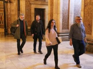 Los cuatro diputados de la CUP entrando en los despachos del Parlament.