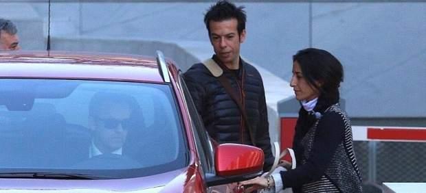 Los padres de Gabriel salen del juzgado y se suben al coche de sus abogados