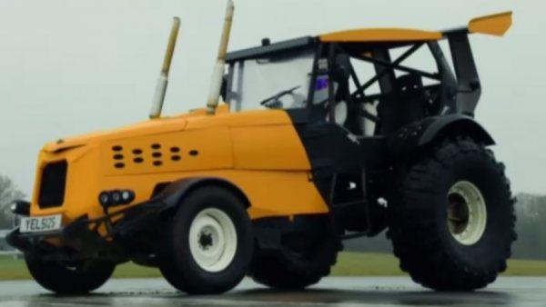 El tractor más rápido del mundo 'vuela' a 148km/h