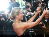 Modelo Petra Nemcova Cannes festival selfie selfi