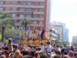 Público viendo una procesión de Semana Santa en Cádiz