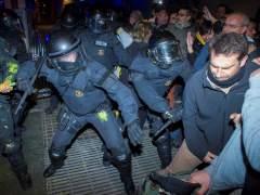 Disturbios en las calles de Barcelona entre Mossos e independentistas con 35 heridos