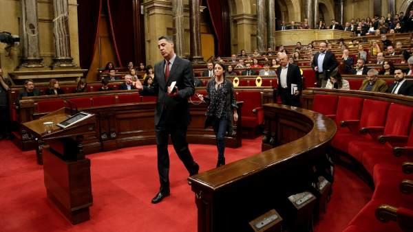 Los cuatro diputados del PPC abandonan el Parlament.