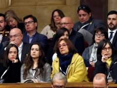 Los partidos independentistas y los comunes aplauden a las familias de los encarcelados