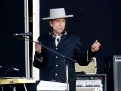 Subastan por casi 30.000 dólares una carta manuscrita de Bob Dylan