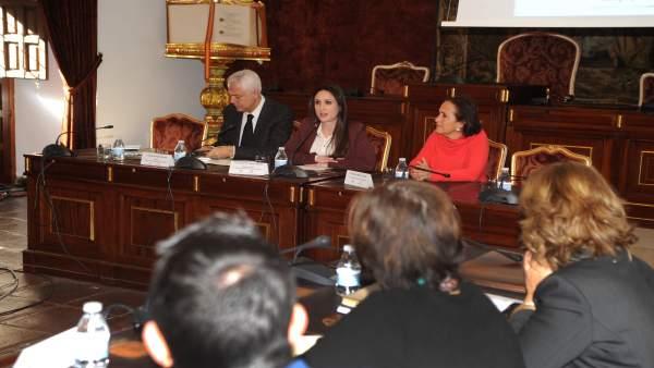 Gómez (centro), durante el encuentro