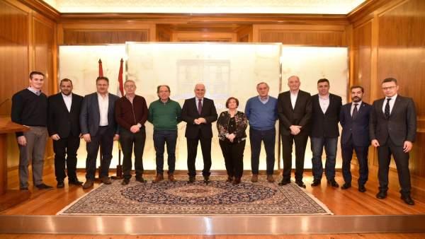 Ceniceros con clubes deportivos en firma convenios en La Rioja