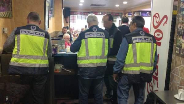 La Policia desmantella un bingo il·legal a Benidorm (Alacant) on participaven més de cent persones