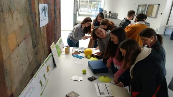 Diputación realiza un taller en la UHU contra el consumo de sustancias tóxicas.