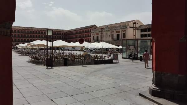 La Plaza de la Corredera acoge varios establecimientos hosteleros