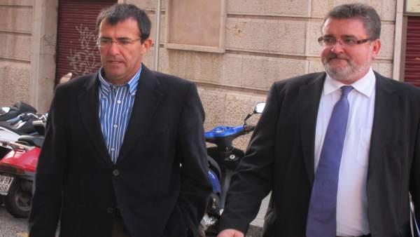 Miquel Nadal junto a su abogado