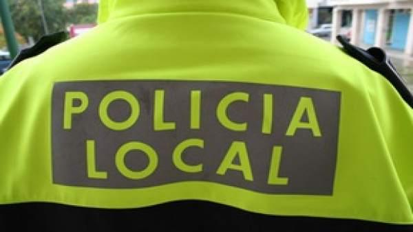 La Policia de Requena evita l'asfíxia d'una menor que es va ennuegar amb un caramel en la processó de Diumenge de Rams