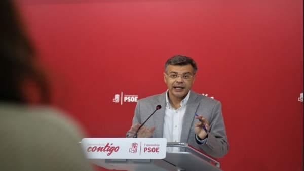 Juan Antonio González en rueda de prensa en Mérida