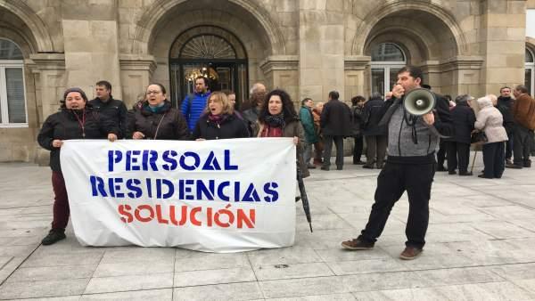 Trabajadores de residencias de Lugo protestan este martes