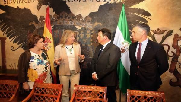 Angeles Muñoz y TSS Group firman un acuerdo