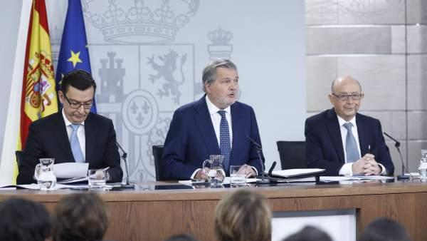 Rueda de prensa de Román Escolano, Iñigo Méndez de Vigo y Cristóbal Montoro
