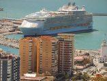 Un 'gigante' atraca en Málaga
