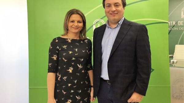 Ana Cobo con el nuevo delegado de Fomento y Vivienda, José Manuel Higueras.