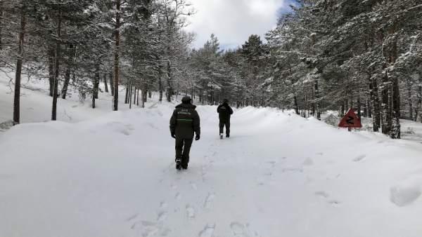 Accesos a la Laguna Negra. Soria. Invierno. Nieve. Imagen de recurso.