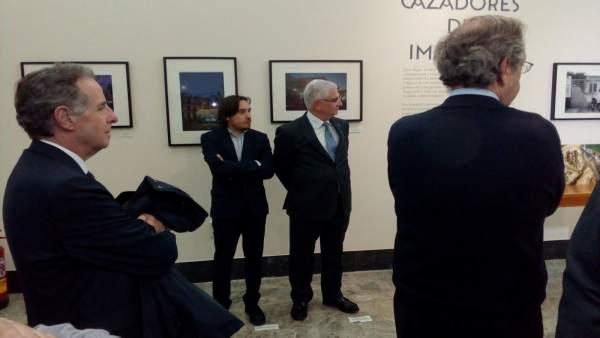 Nacho Escuín ha asistido a la inauguración de la muestra 'Cazadores de imágenes'