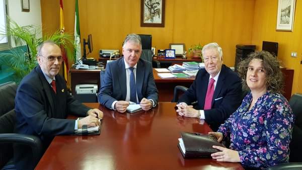 1 Nota Y 1 Foto Junta (Reunión Huelva Potencia Económica)