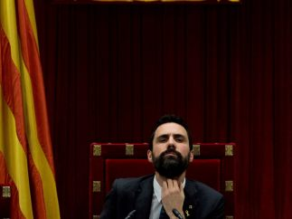 Torrent preside el pleno del Parlament