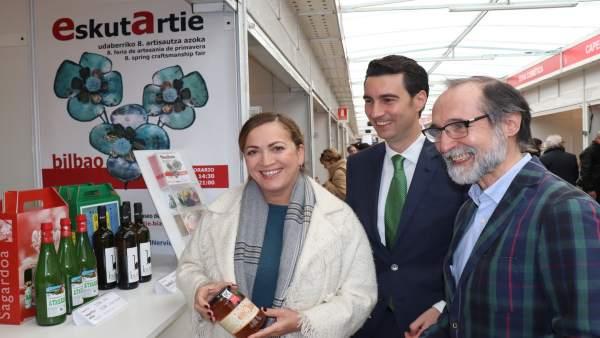 Isabel Muela, Xabier Ochandiano y Bernat Vidal