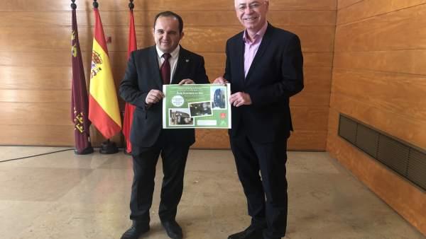 El concejal Navarro con presidente Federación Peñas Huertanas