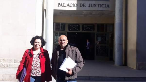 Raquel Pérez y David Rodríguez, este miércoles a las puertas de los juzgados
