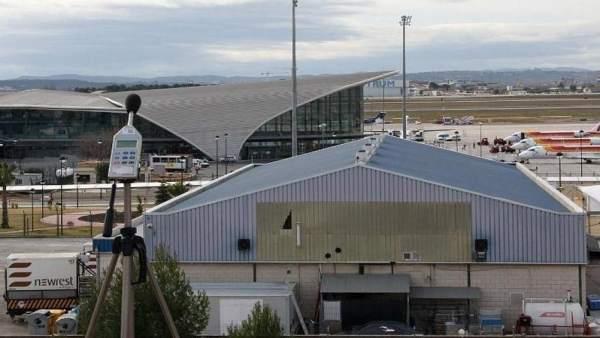 Un catxerulo va obligar a retardar l'eixida de dos avions i l'aterratge d'altres quatre en l'aeroport de València