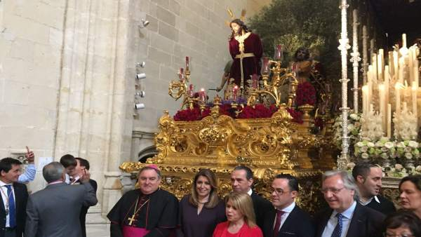 Susana Díaz visita una hermandad de la Semana Santa de Jerez