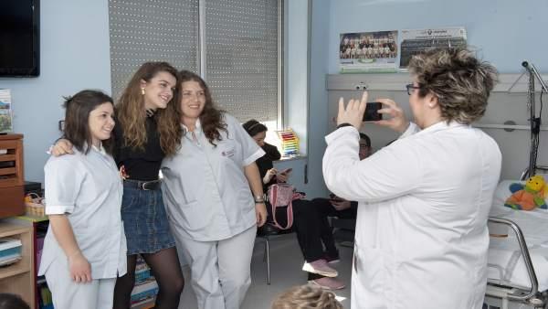 Amaia Romero en su visita al Complejo Hospitalario de Navarra