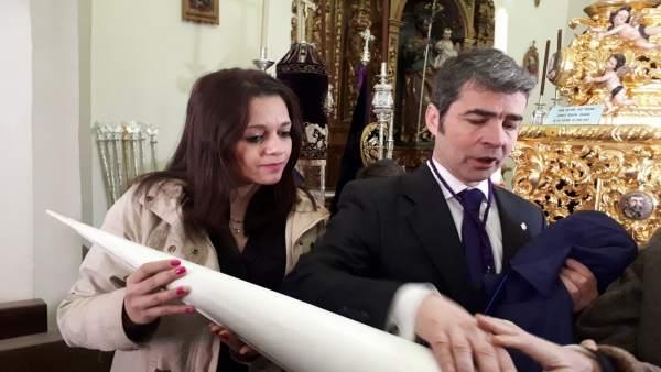 La concejal Jemi Sánchez, en un taller sensorial de Semana Santa