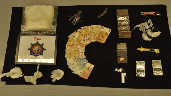 Droga requisada en la operación antidroga en Otxarkoaga