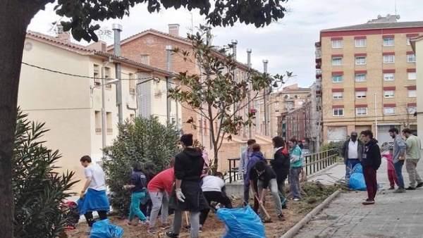 Jóvenes catalanes reparan seis pisos vinculados a servicios sociales en Lleida