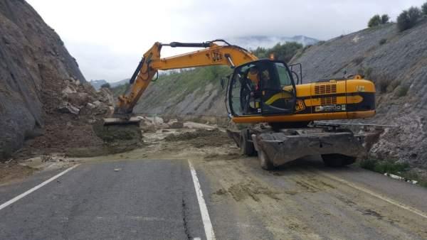 Obra por daños del temporal en la carretera A-374