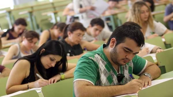 Educació destina 450.000 euros a les beques per a la promoció de l'excel·lència acadèmica de l'alumnat universitari