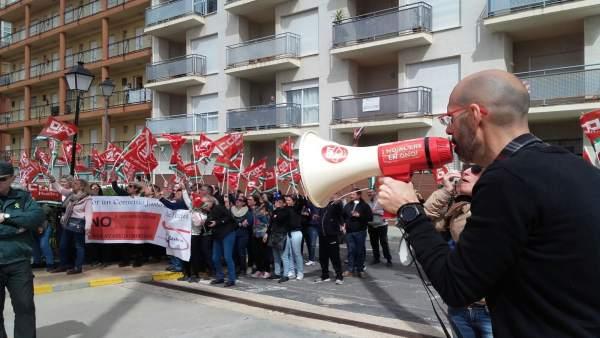 Manifestación de trabajadores de hostelería en Isla Canela