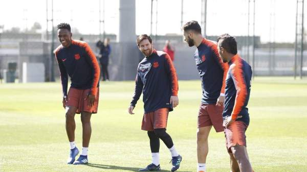 Messi junto a Mna, André Gomes y Paulinho
